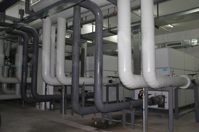 Hệ đường ống và máy làm lạnh nước