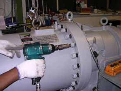 Tháo tách dầu máy nén lạnh